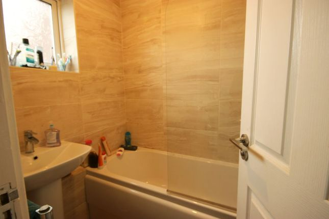 Bathroom 1 of Hopwood Close, Hull HU3