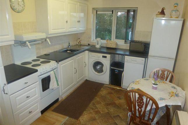 Thumbnail Flat to rent in Newton Road, Taunton