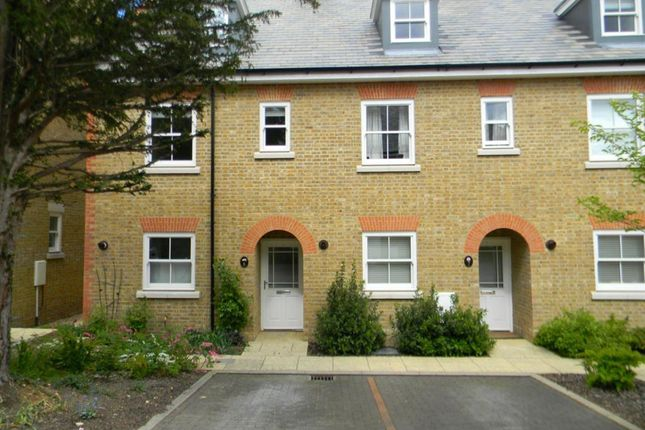 Thumbnail Town house to rent in New Manor Croft, Berkhamsted