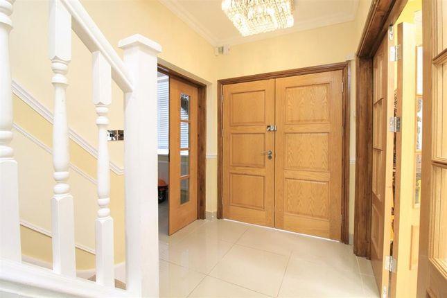 Entrance Hall of Shaftesbury Avenue, Norwood Green UB2