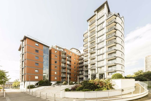 Thumbnail Flat to rent in Holland Gardens, Brentford