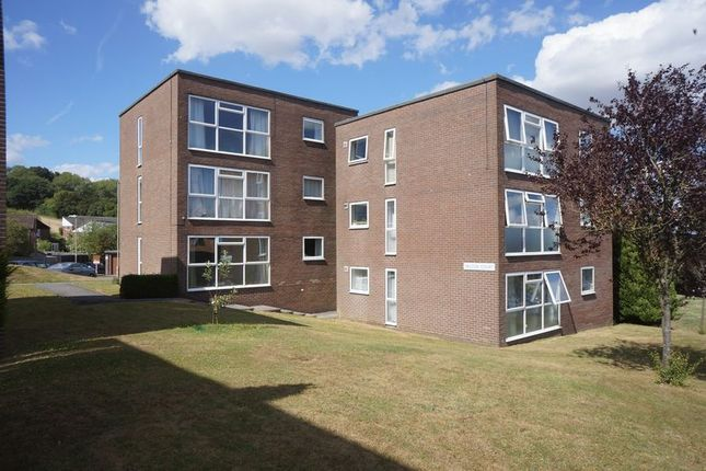 Thumbnail Flat to rent in Falcon Court, Alton