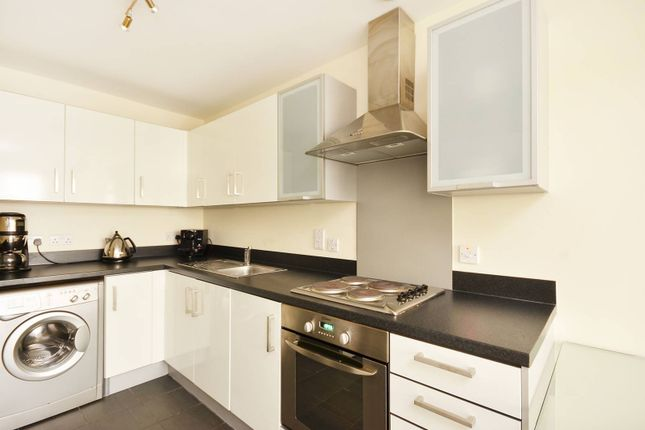 1 bed flat to rent in Grosvenor Waterside, Pimlico