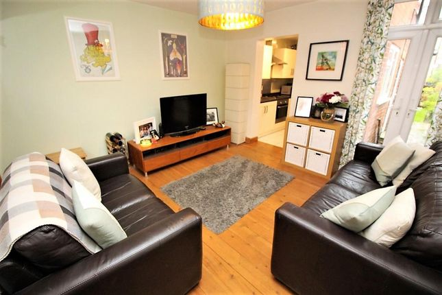 Living Room of Shaftesbury Road, Reading RG30