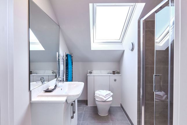 Ensuite of Northcourt Avenue, Reading RG2