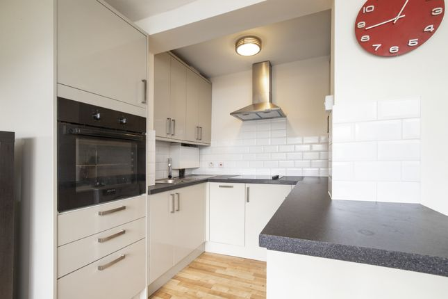 Thumbnail Flat to rent in Effra Road, Wimbledon