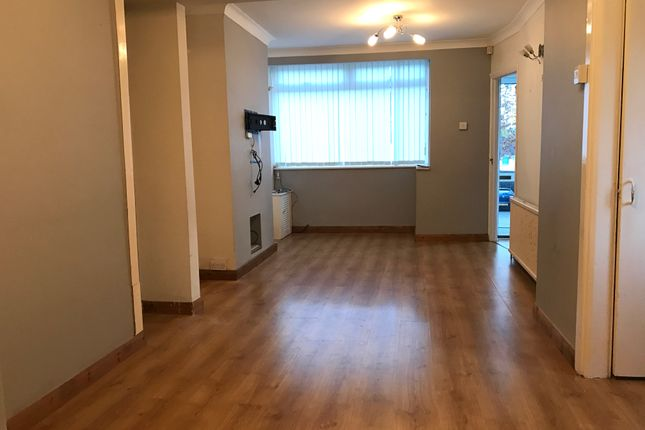 Thumbnail Semi-detached house to rent in Third Avenue, Luton