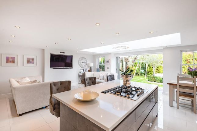 Kitchen of Sika Gardens, Three Mile Cross, Reading RG7