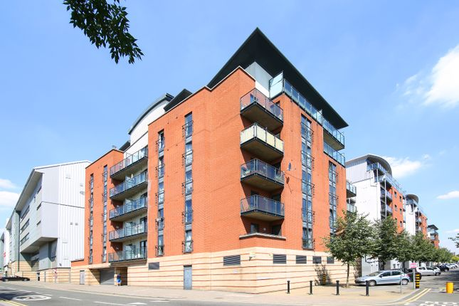 2 bed flat to rent in Oliver Road, London E10