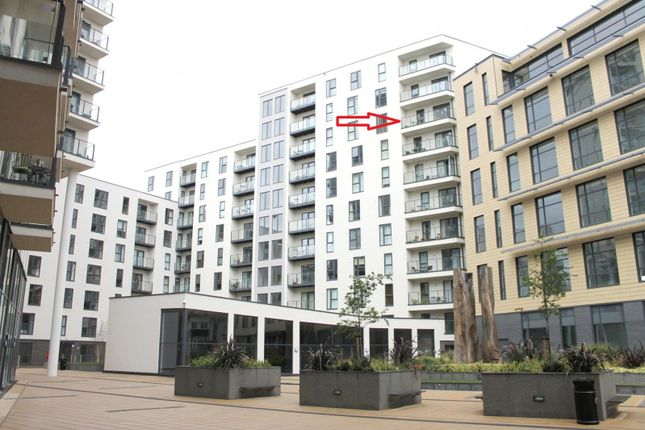 Thumbnail Flat to rent in Guildford Road, Hook Heath, Woking