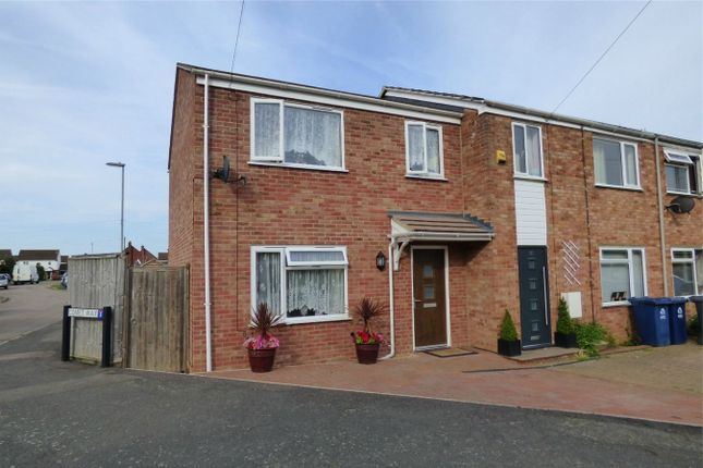 3 bed end terrace house for sale in Stirling Road, St. Ives, Huntingdon