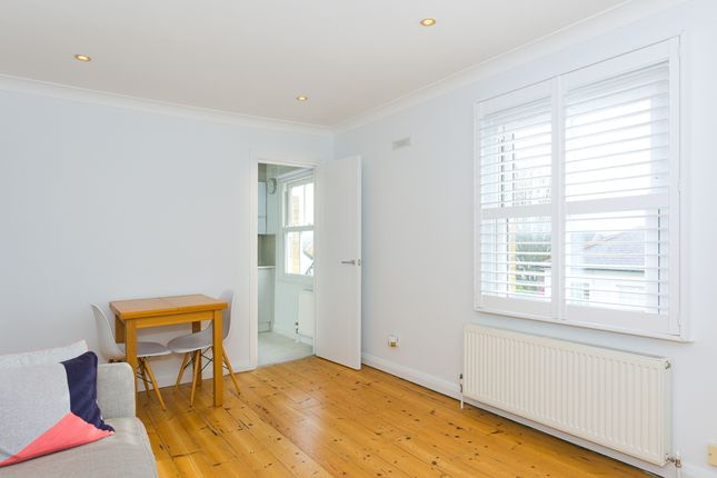 1 bed flat to rent in Walton Road, East Molesey KT8