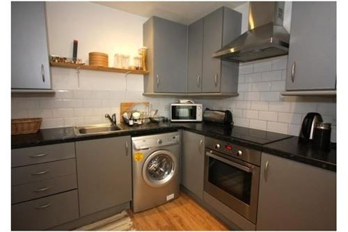 1 bed flat to rent in North End Road, Kensington
