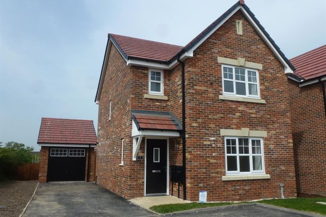 3 bed property to rent in Glamis Court, Blackrod, Bolton BL6