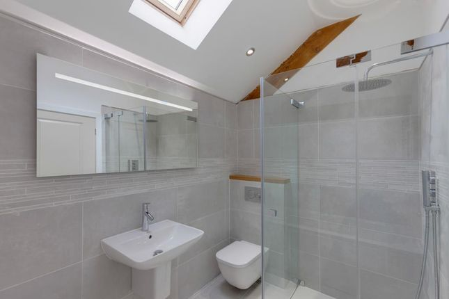 Family Bathroom of Monyash Road, Bakewell DE45