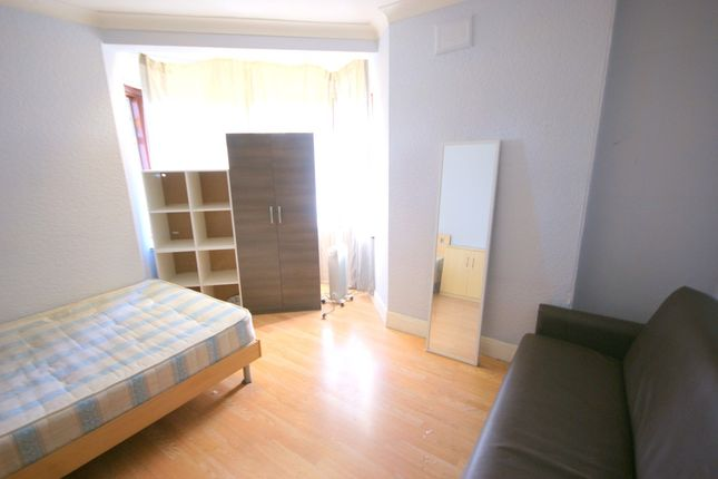 Thumbnail Terraced house to rent in Hale End Road, Walthamstow