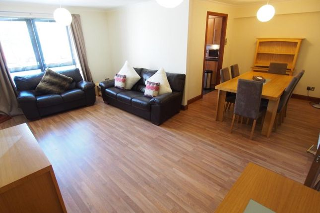 2 bed flat to rent in Cromwell Court, Ground Floor AB15
