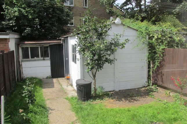 Thumbnail Detached house to rent in Richmond Crescent, London