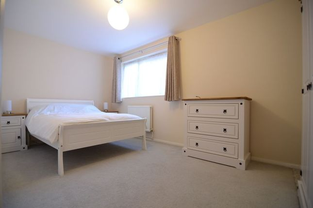 Thumbnail Room to rent in Yeovil Close, Farnborough