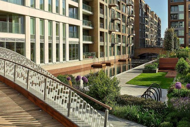 Thumbnail Flat for sale in Fairwater House, Chelsea Creek, London