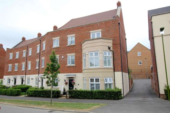 4 bed detached house for sale in Shearwater Road, Hemel Hempstead