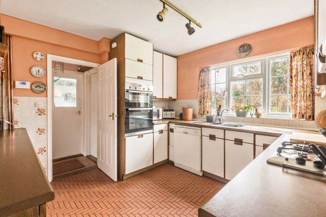 Kitchen of Barnfield Road, Petersfield GU31