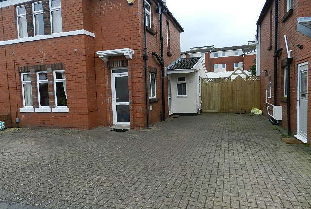 2 bed flat to rent in Kenfig Road, Heath / Whitchurch /Gabalfa, Cardiff CF14