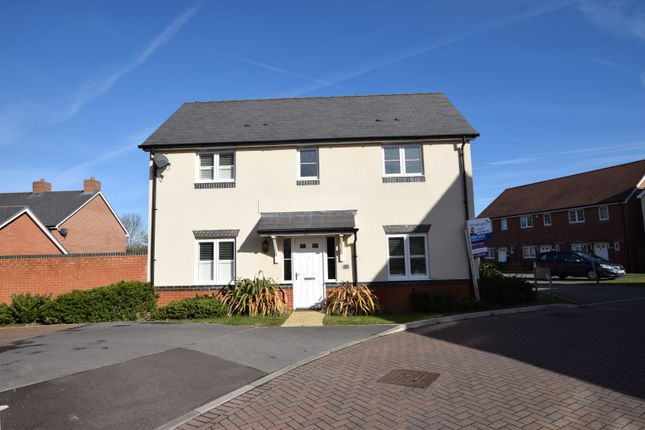 Thumbnail Detached house for sale in Fawn Drive, Three Mile Cross, Reading