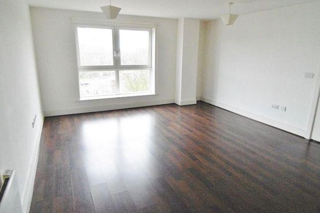Thumbnail Flat to rent in Skyline Plaza, Basingstoke