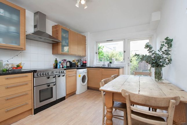 Thumbnail Town house to rent in Rochelle Close, London