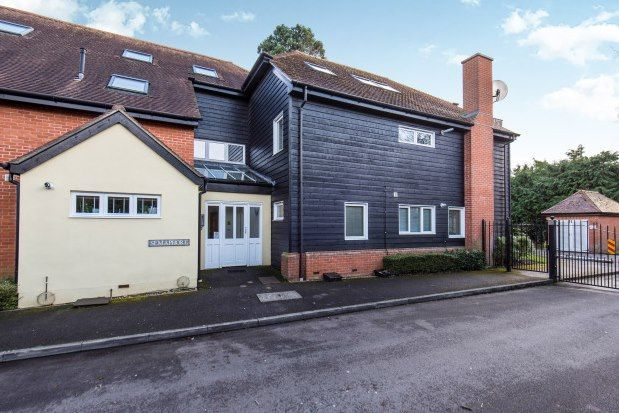 2 bed flat to rent in 30 Stoke Road, Cobham KT11