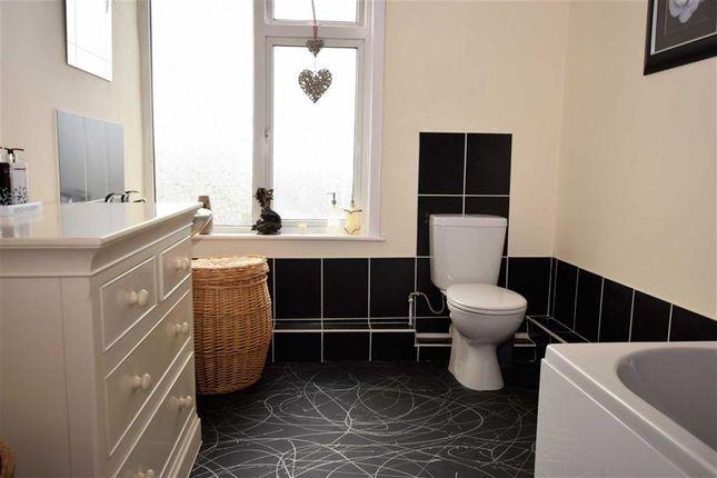 Bathroom. of George Street, Gainsborough DN21