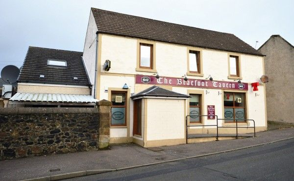 Thumbnail Pub/bar for sale in Main Street, Kinglassie, Fife
