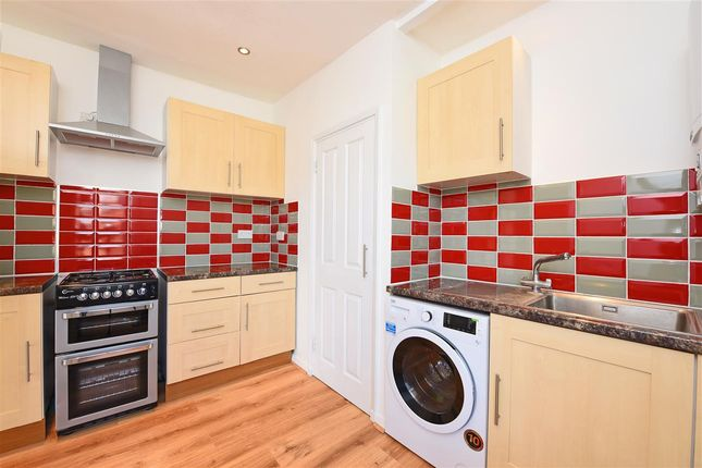 2 bed flat to rent in Ashbourne Terrace, London