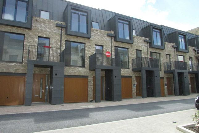 4 bed town house to rent in Nicoll Circus, London