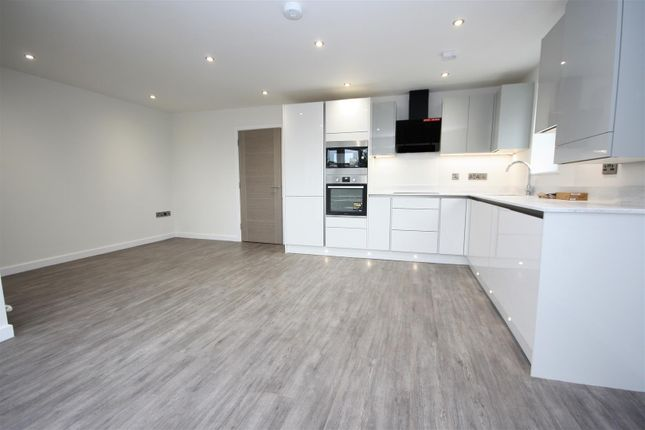 Thumbnail Flat for sale in Stunning New Build Apartment, Near Beach, Preston