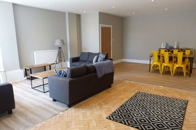 Flat to rent in High Street, Cardiff