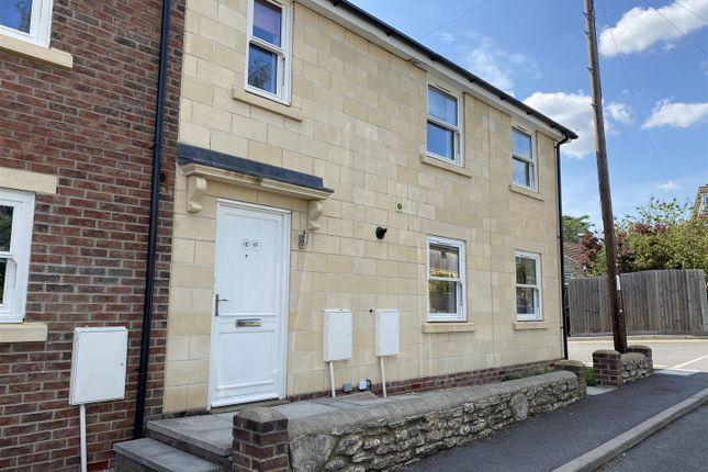 2 bed flat to rent in Adcroft Drive, Trowbridge BA14