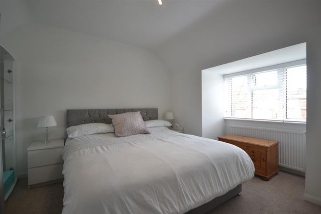 Bed 1 of Hook Road, Epsom KT19