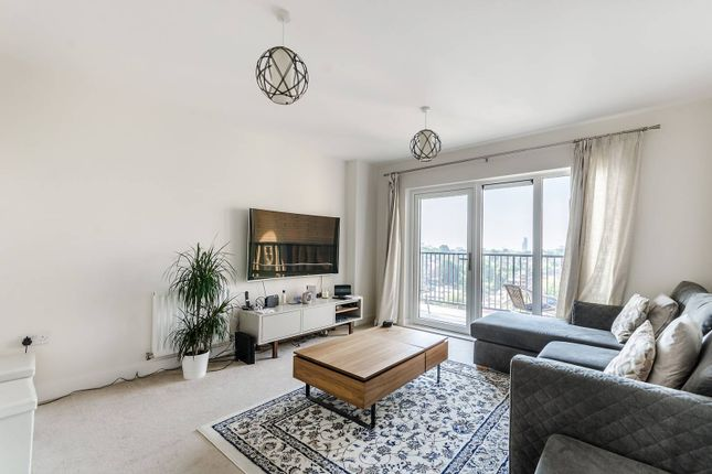 2 bed flat for sale in Clarence Avenue, Ilford IG2