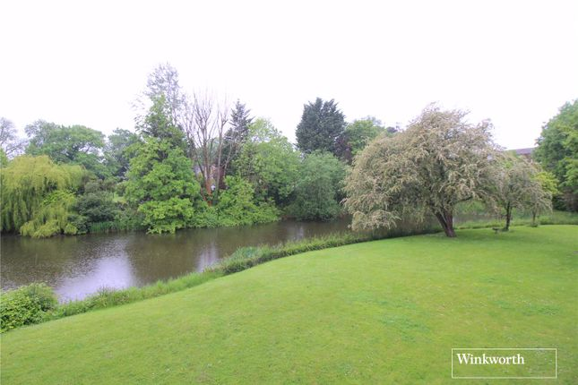 3 bed flat for sale in Lakeside Court, Elstree, Borehamwood, Hertfordshire WD6