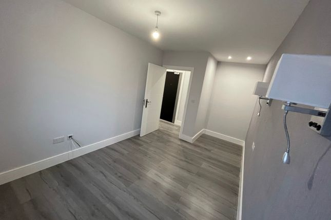 Thumbnail Flat to rent in 1A Western Road, Romford, London