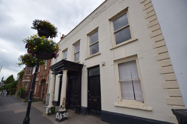 2 bed flat to rent in Fore Street, Wellington, Somerset TA21
