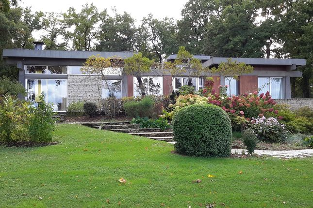 Thumbnail Villa for sale in Rue De L'hirondelle, Angoulême (Commune), Angoulême, Charente, Poitou-Charentes, France