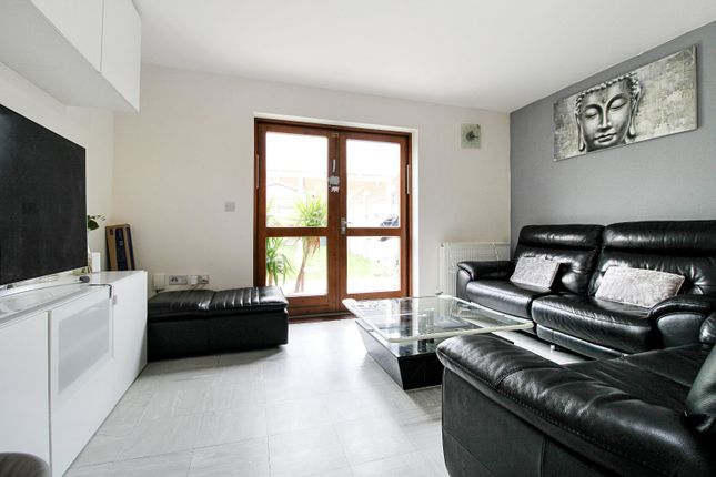 2 bed terraced house to rent in Baffin Road, Gravesend, Kent DA12