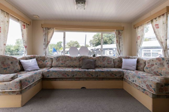 3 bed mobile/park home for sale in Colchester Road, St. Osyth, Clacton-On-Sea