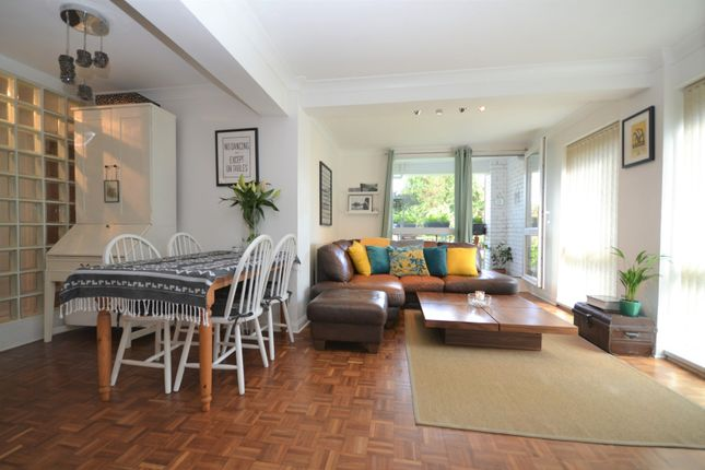Thumbnail Flat for sale in Blackbush Close, Sutton