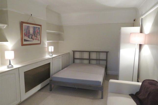 Bedroom of Links Avenue, Morden SM4