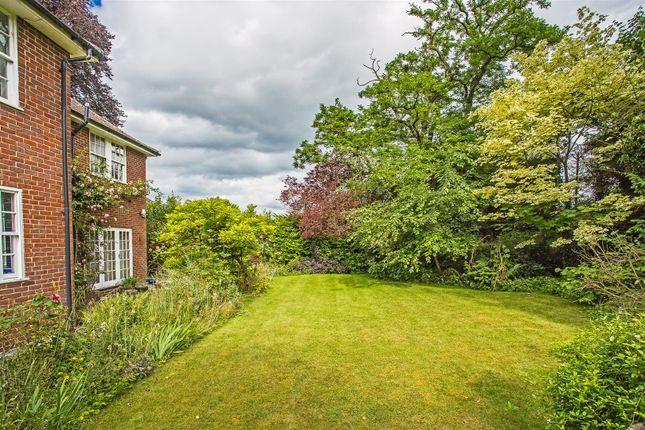 House-Hollymeoak-Road-Chipstead-1006
