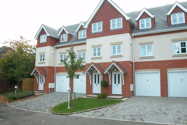 3 bed town house to rent in Claremont Avenue, Woking, Surrey
